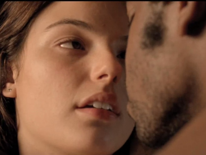 sis Valverde aparece sensual em trailer de <i>Faroeste Caboclo</i>